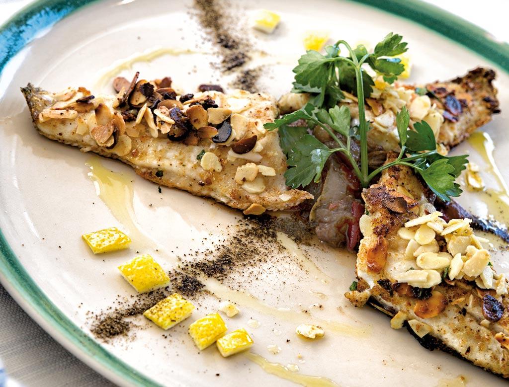 branzino alla plancia, piatti di pesce, menu di pesce, ristoranti pesce riccione, da lele riccione