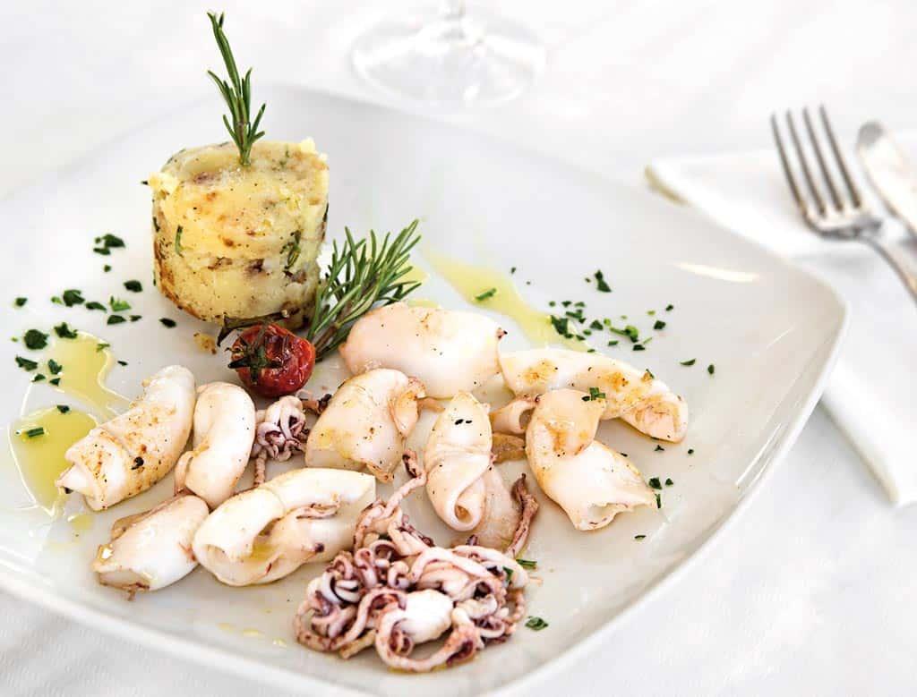 calamari alla piastra, piatti di pesce, menu di pesce, ristoranti pesce riccione, da lele riccione