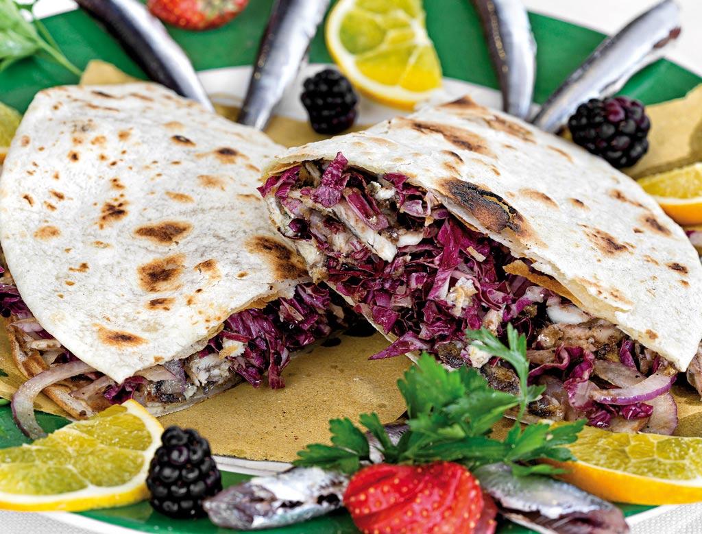 piada con sardoncini, menu di pesce, ristoranti pesce riccione, da lele riccione