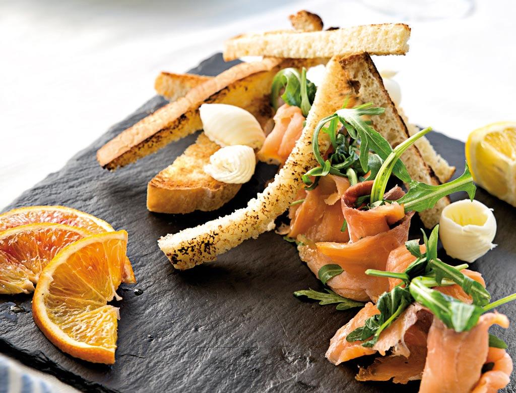 salmone affumicato, piatti di pesce, menu di pesce, ristoranti pesce riccione, da lele riccione