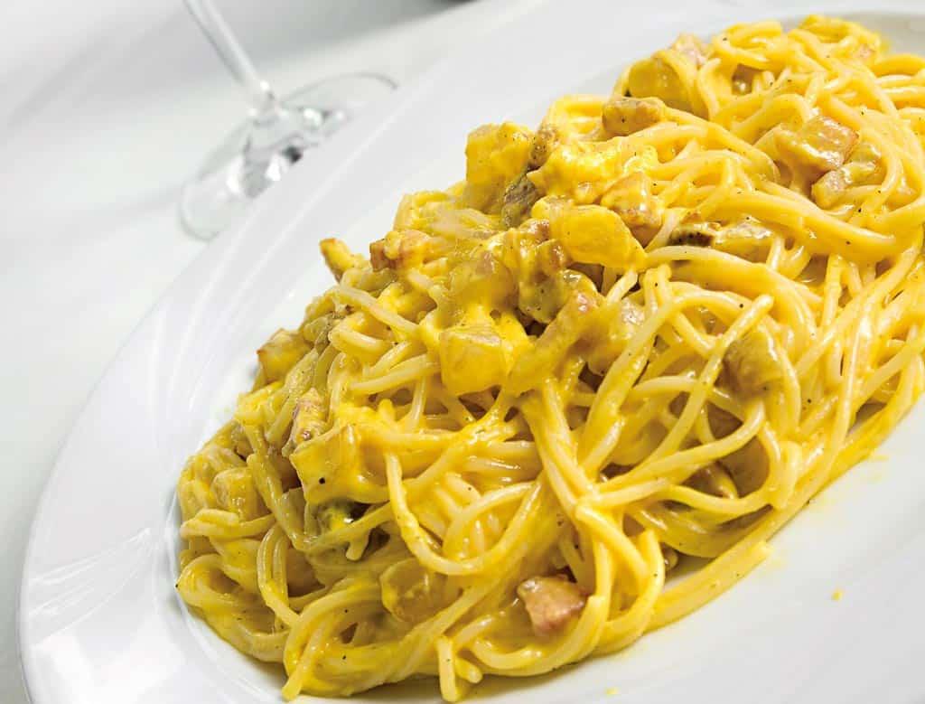 spaghetti alla carbonara, carbonara, menu di carne, ristoranti riccione, migliori ristoranti a riccione, da lele riccione