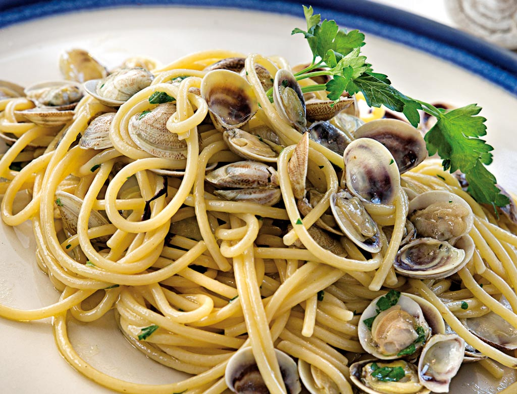 spaghetti alle vongole, primi di pesce, menu di pesce, ristoranti pesce riccione, da lele riccione