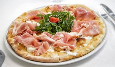 pizza al ristorante pizzeria da lele riccione